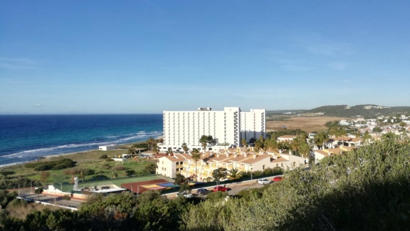 Els hotels de Son Bou estan en el punt de mira del Gob pel seu impacte a l'entorn.