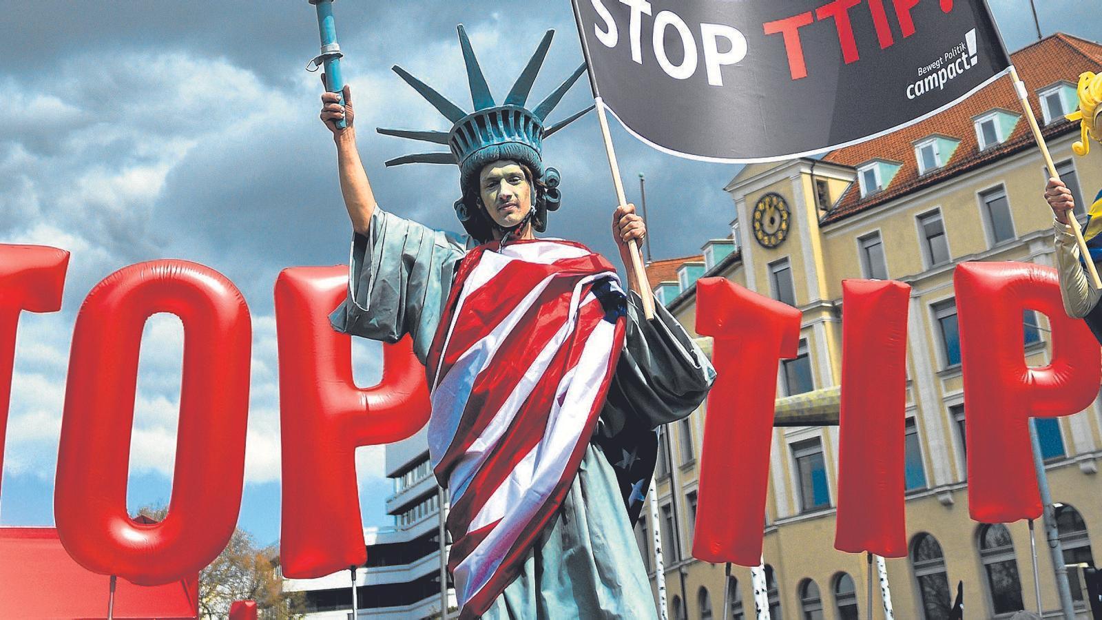 Protestes contra el TTIP a Hannover el 23 d'Abril,  dia de la visita de Barack Obama a la ciutat alemanya