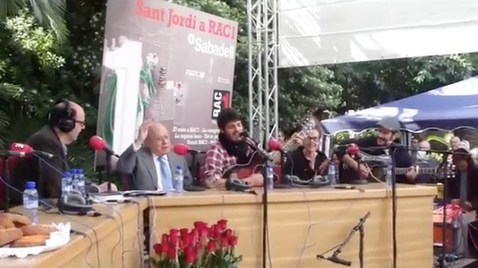 Jordi Pujol canta 'Jenifer' amb els Catarres, a 'El Món RAC1'