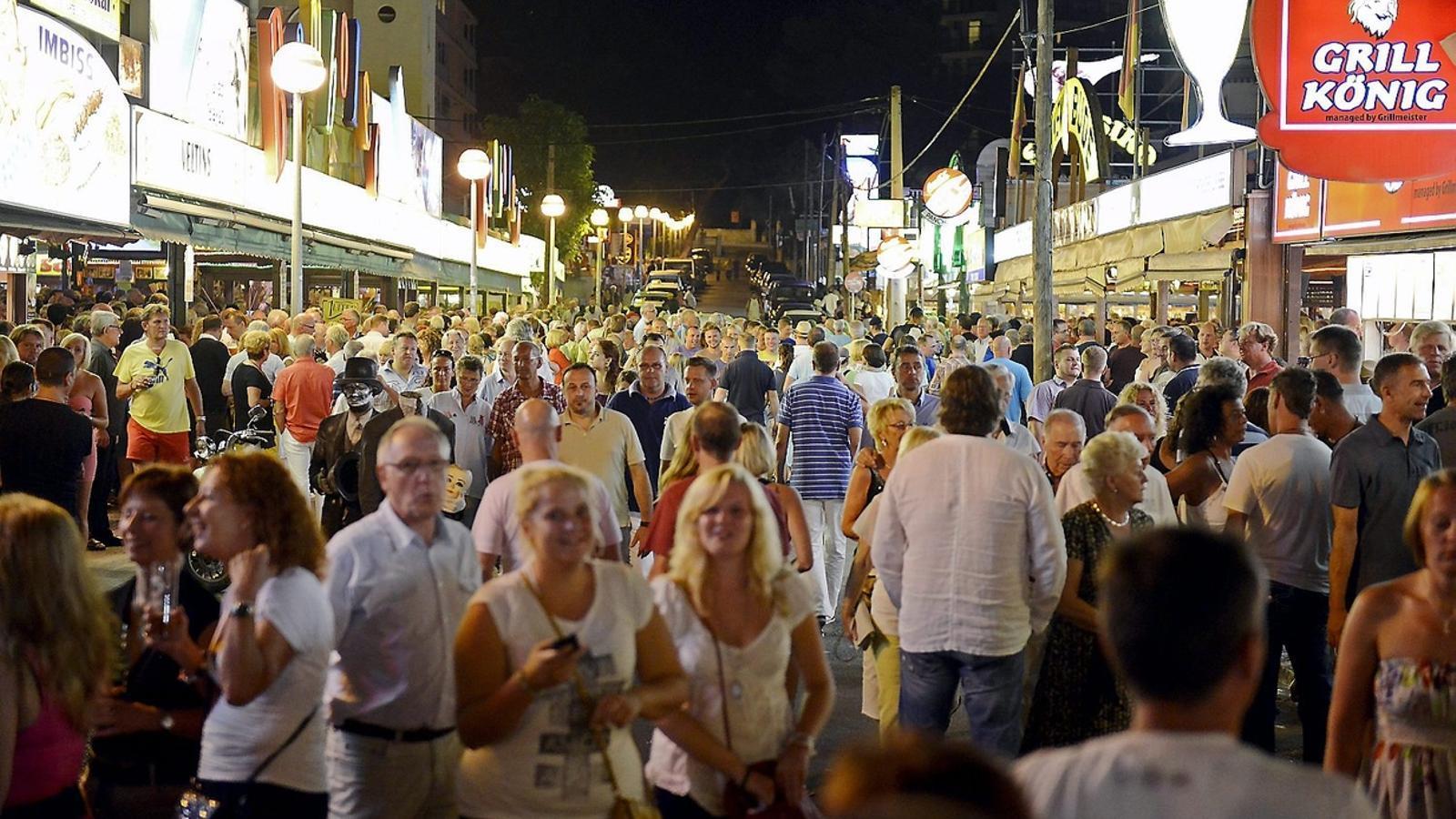 EL CARRER DELS NEGOCIS  La zona de la Calle del Jamón concentra la majoria de negocis de Pabisa.