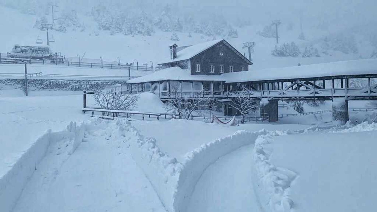 Núria amb més de 60 cm de neu acumuada aquest matí