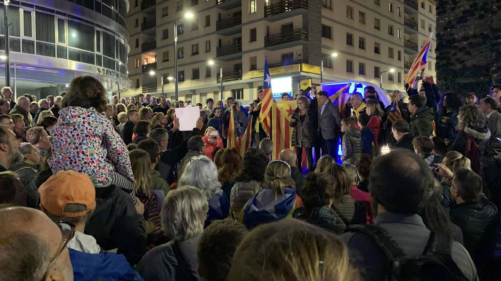 La concentració organitzada per l'ANC Andorra a la plaça del The Cloud. / C. A.