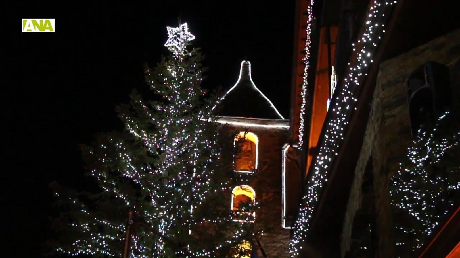Una bola de llum encén el Nadal a Ordino