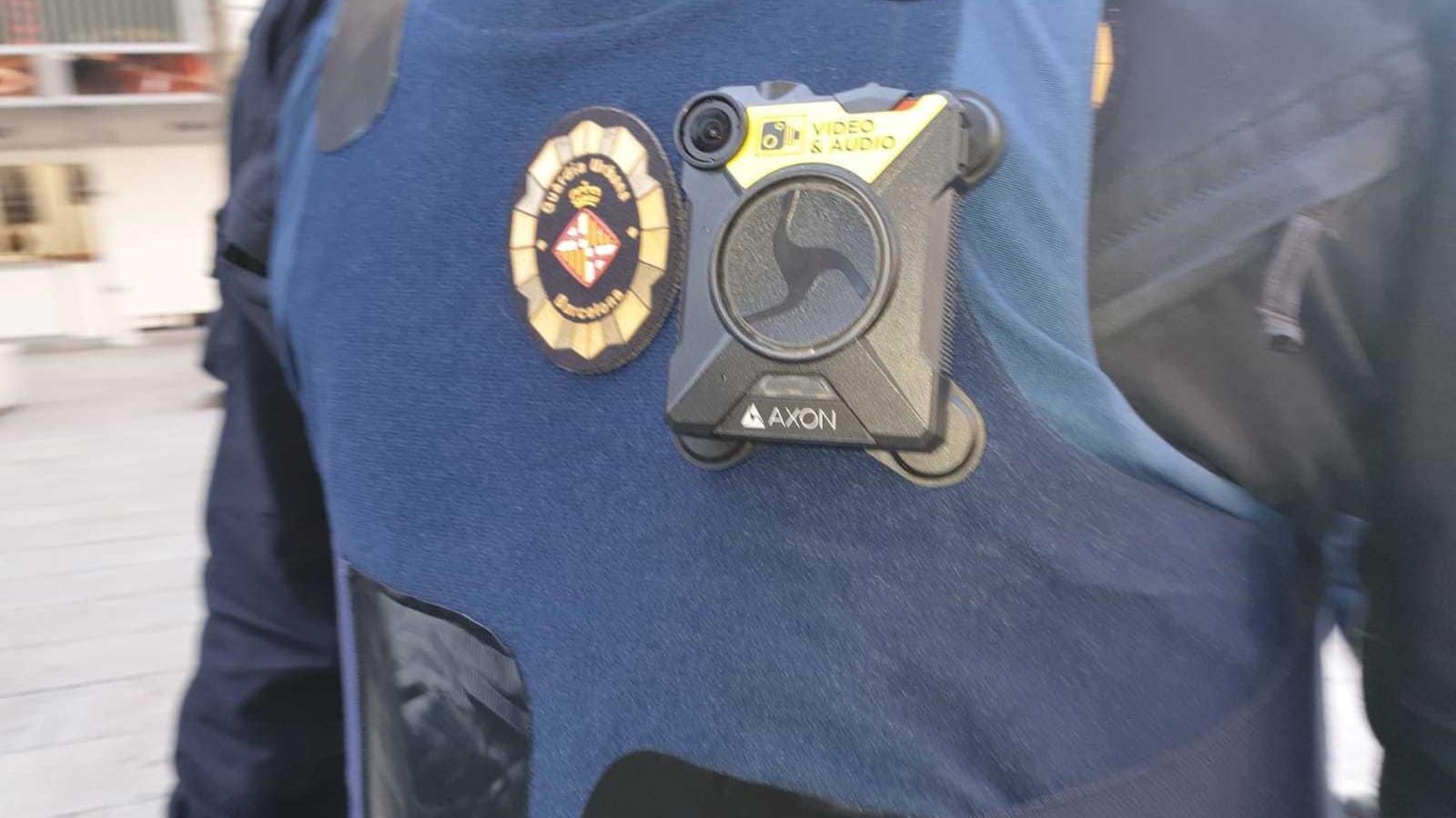 La Guàrdia Urbana incorpora càmeres unipersonals de prova a 16 agents al centre de Barcelona