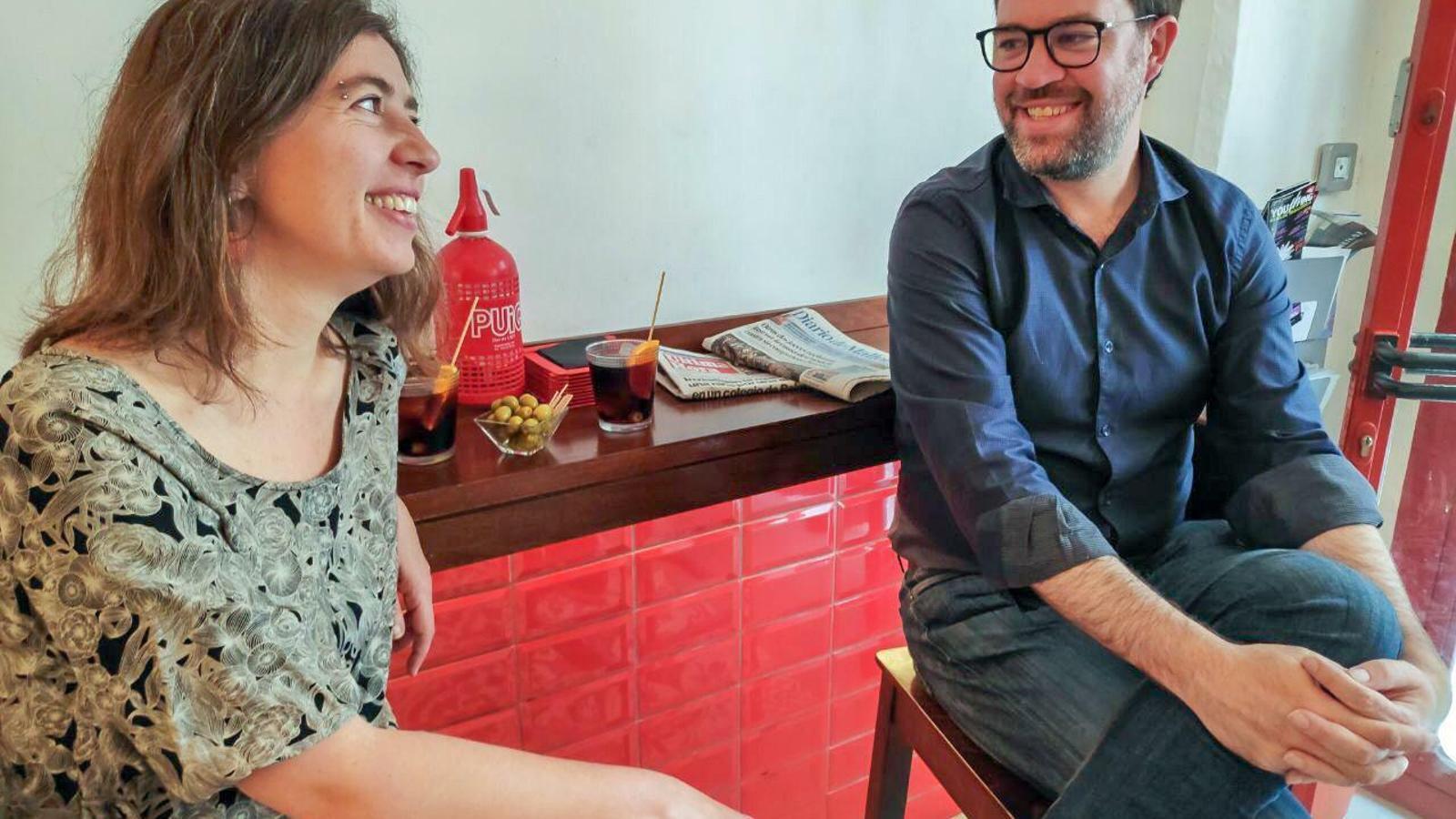 La regidora Neus Truyol i el candidat a revalidar la batlia de Palma, Toni Noguera, fan l'aperitiu.