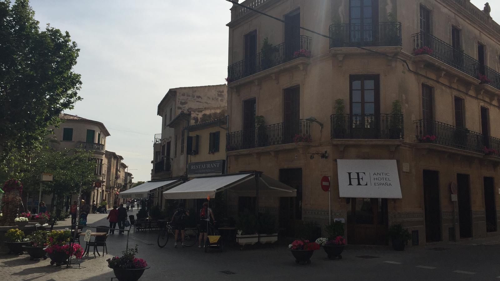 """L'Altra Pizza, en una placeta a la qual ja diuen """"la petita Toscana"""""""