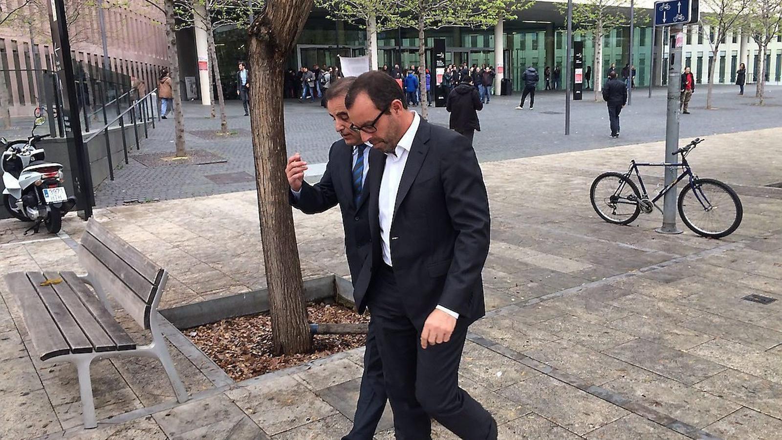 Sandro Rosell i l'advocat Pau Molins sortint de la Ciutat de la Justícia  de l'Hospitalet de Llobregat.
