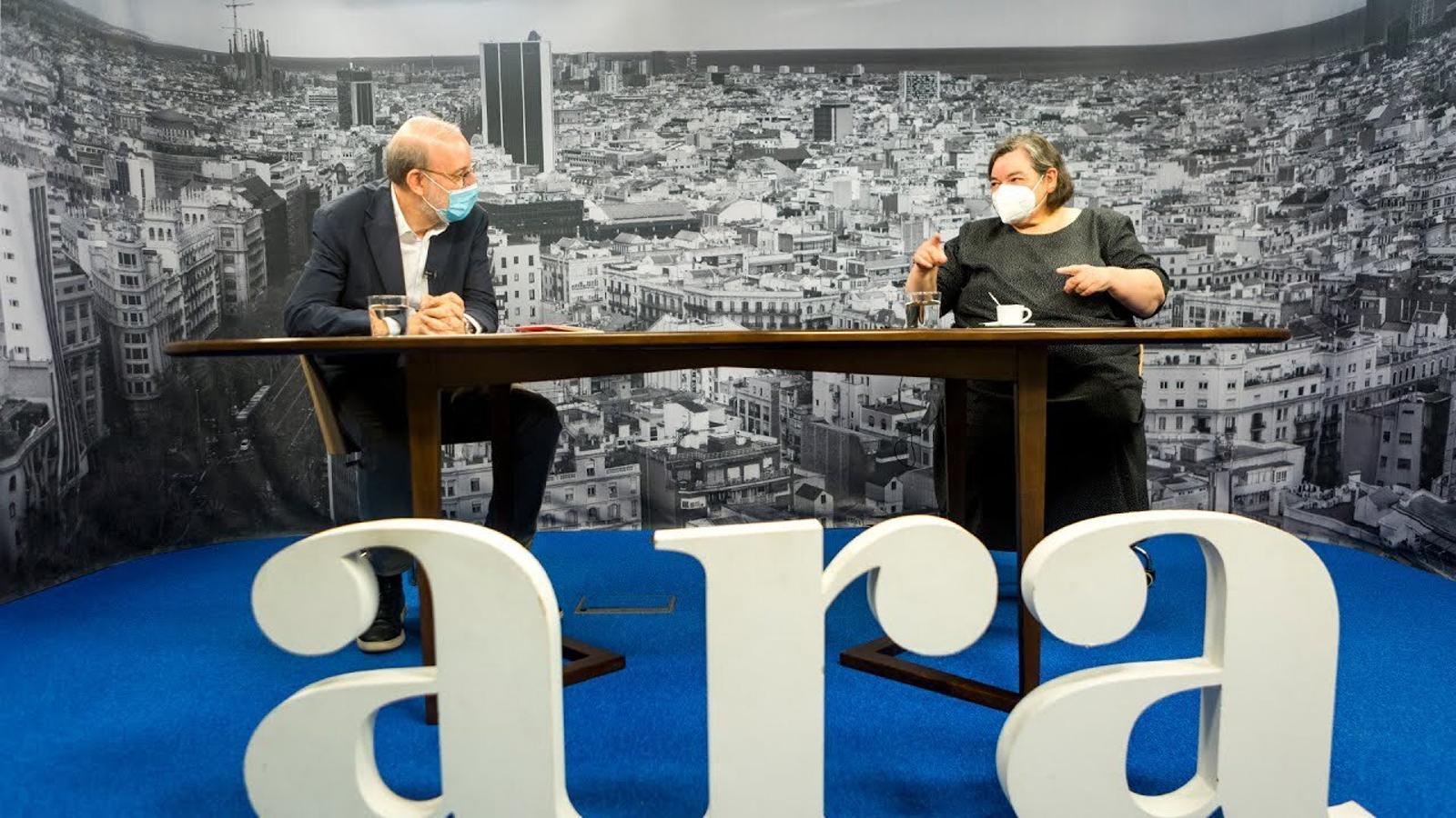 Entrevista d'Antoni Bassas a Carme Junyent