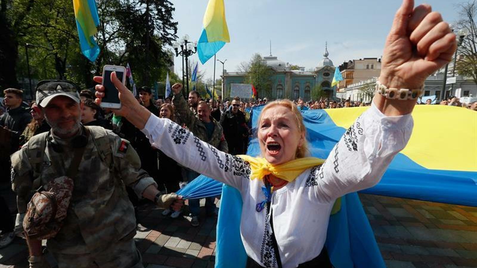 Ucraïna eleva la tensió amb Rússia en proclamar l'ucraïnès llengua única a l'espai públic