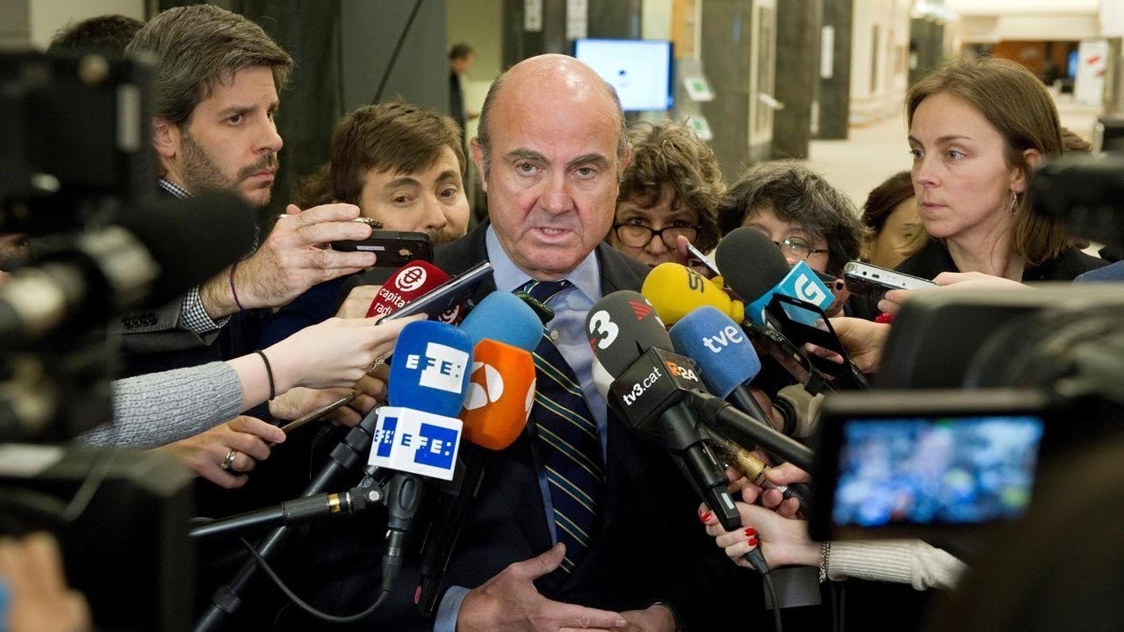 """Luis de Guindos: """"Dimitiré en els pròxims dies"""""""
