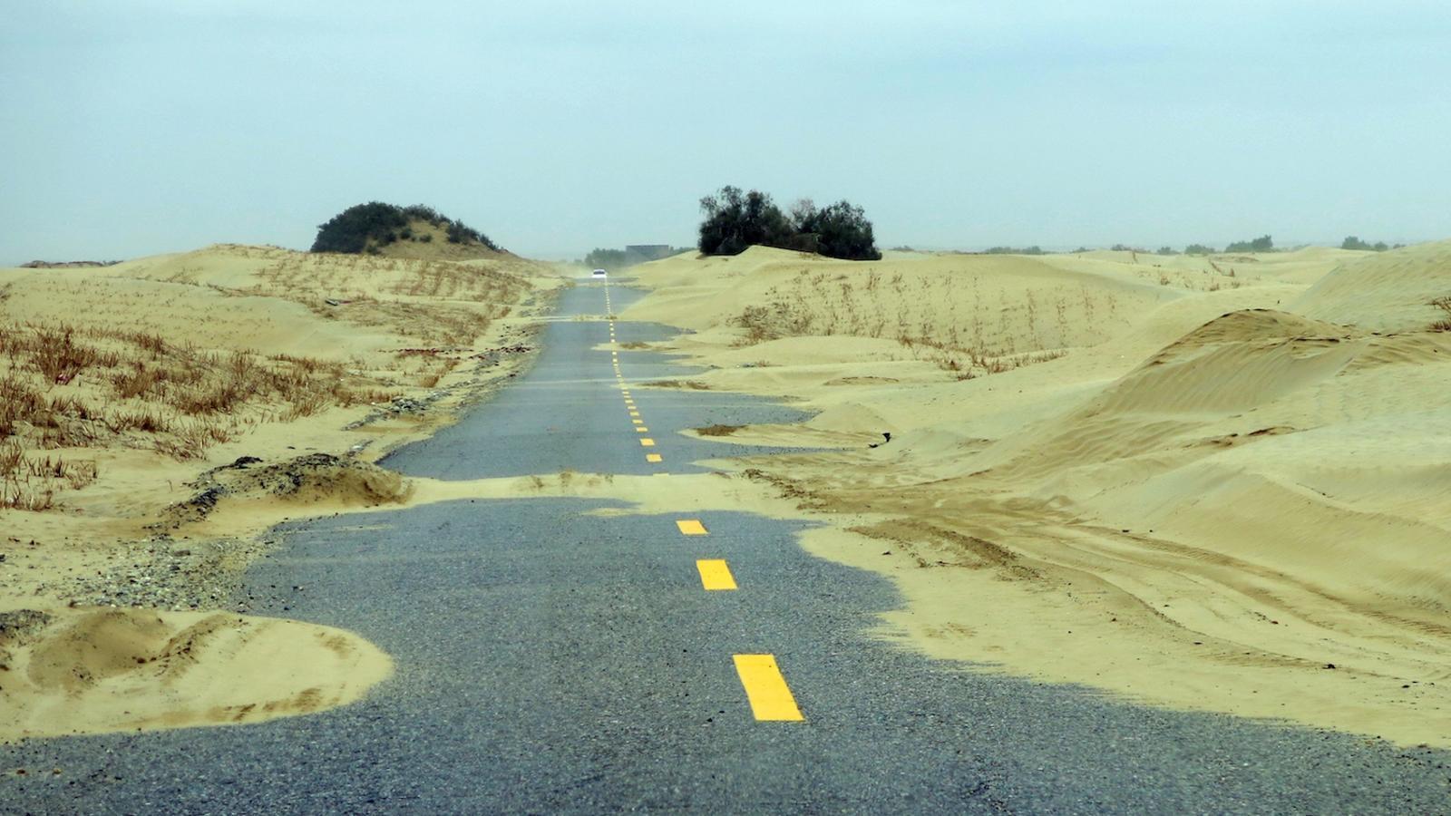 Travessar el desert al llarg de 650 quilòmetre per una carretera on circulen ben pocs cotxes és una experiència úncia