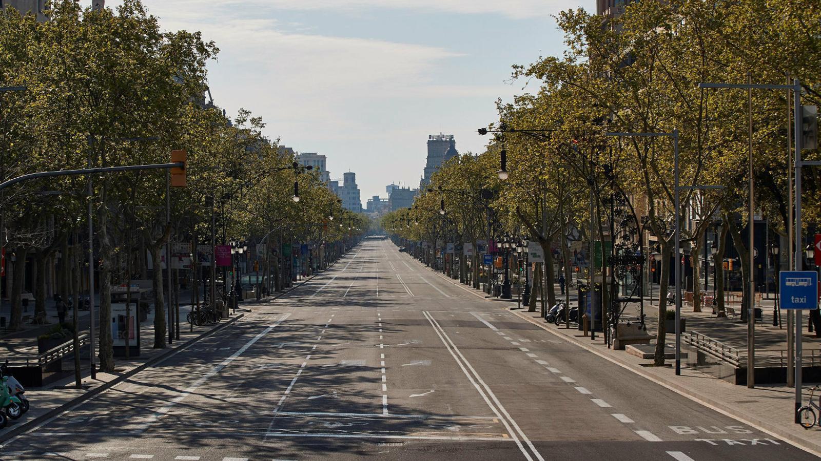 El passeig de Gràcia ahir, quinzè dia amb l'estat d'alarma vigent.