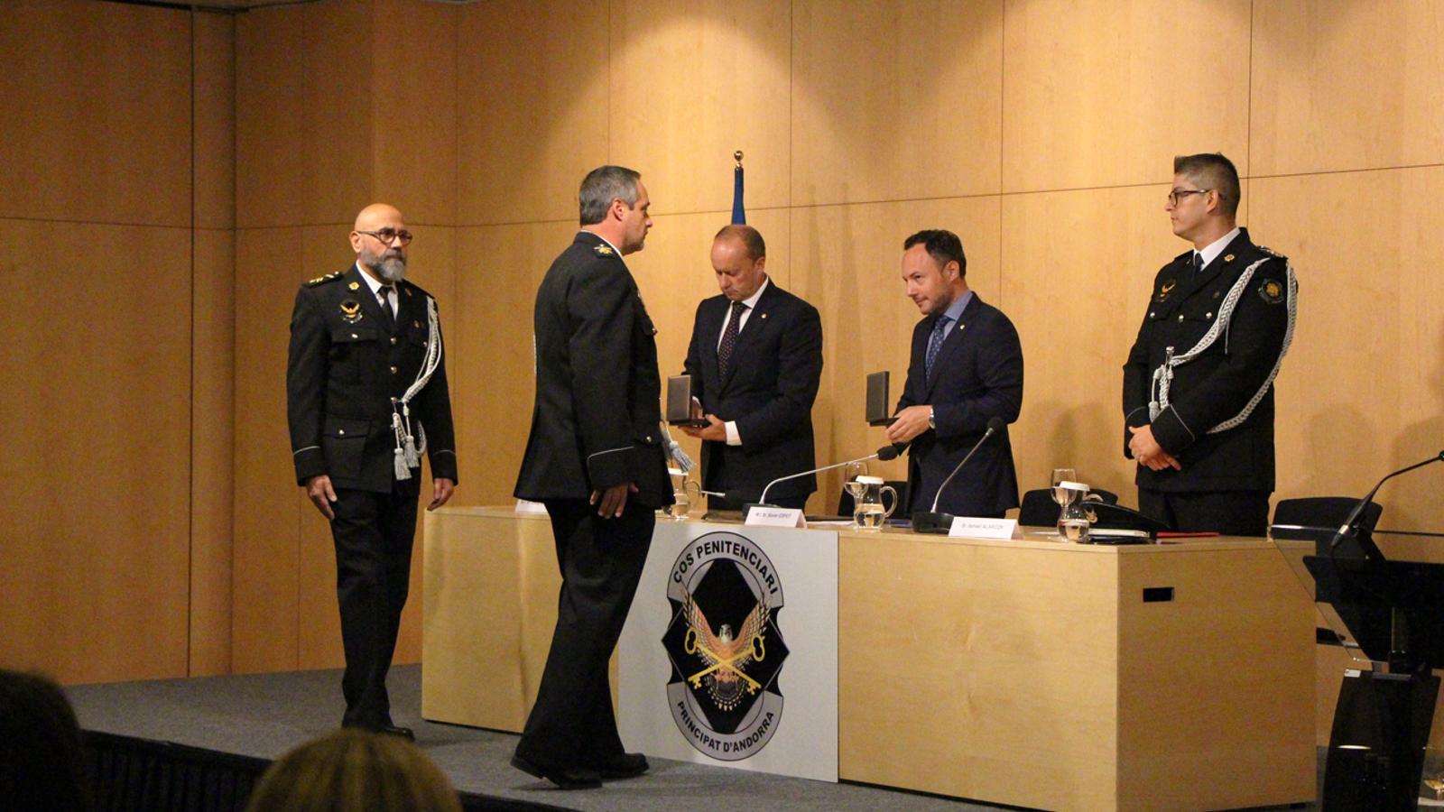 L'entrega de medalles a agents penitenciaris per la seva entrega al cos. / M. P. (ANA)