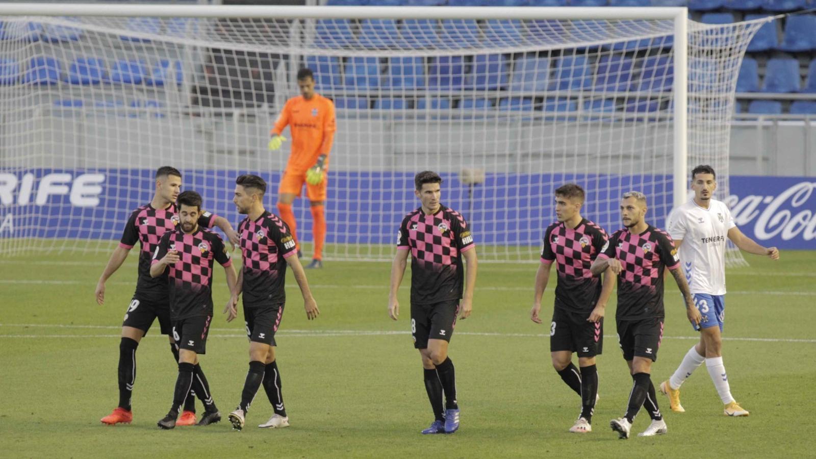 Els jugadors del Sabadell, després d'un dels gols