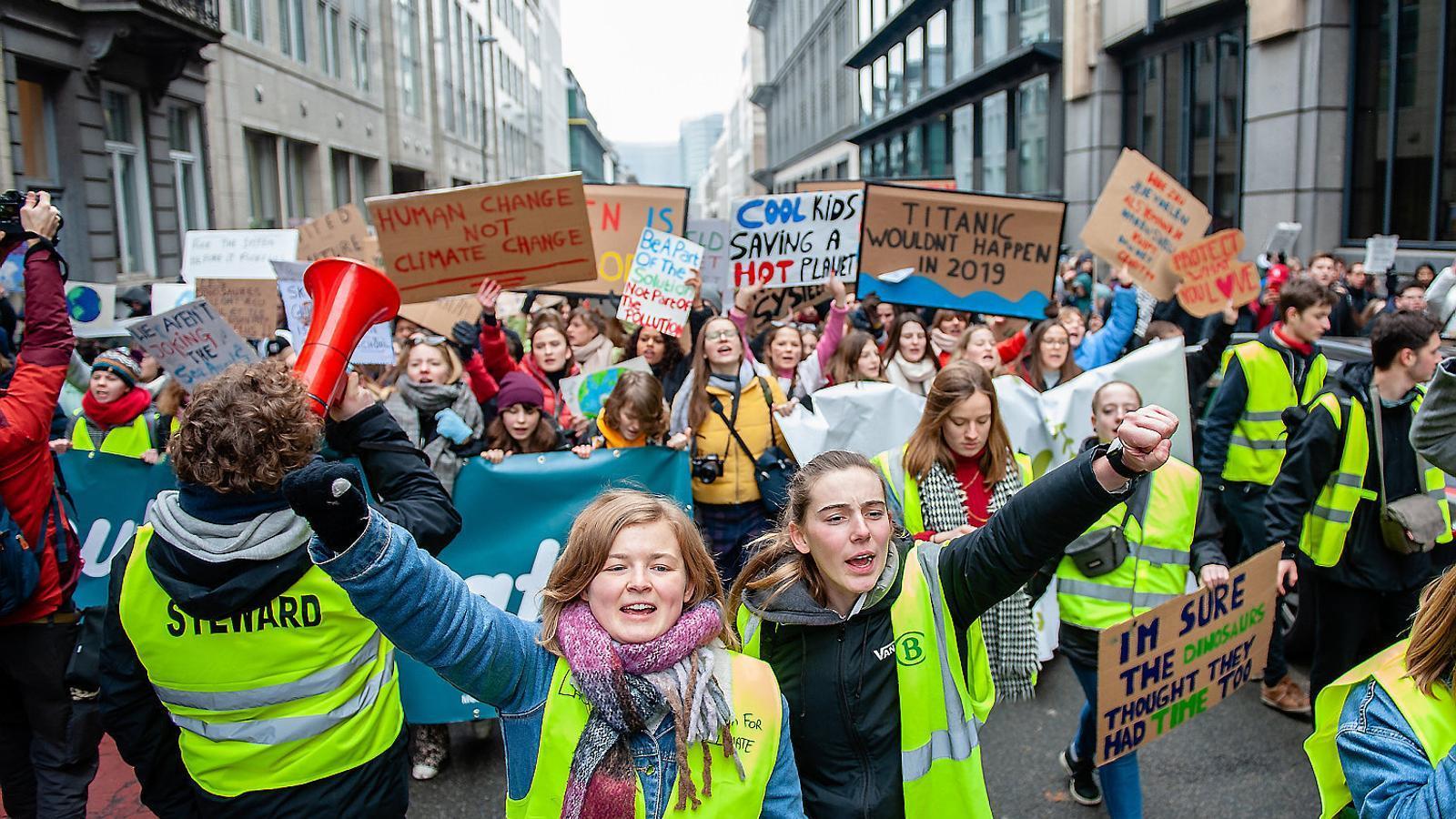 L'Eurocambra debat declarar l'emergència climàtica