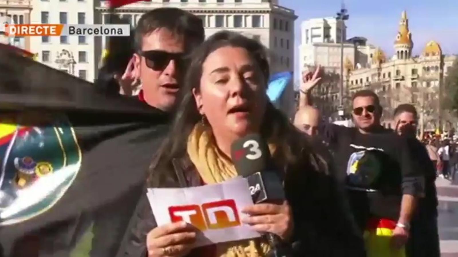 L'actitud hostil de funcionaris de la Policia Nacional amb una redactora de TV3