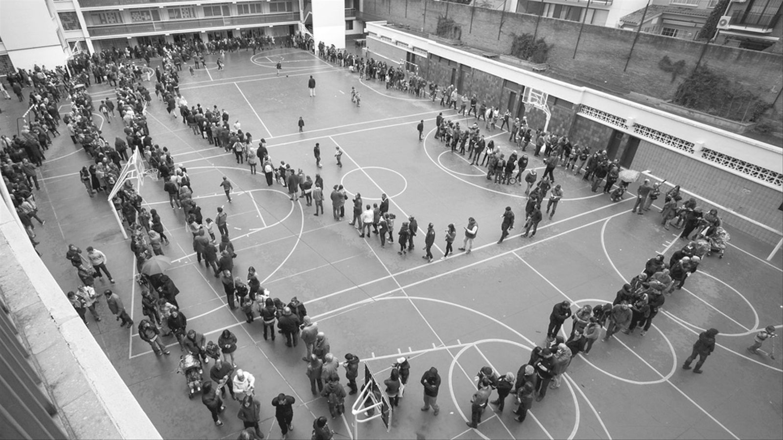 L'editorial d'Antoni Bassas: A qui li fa por la democràcia? (20/07/2015)