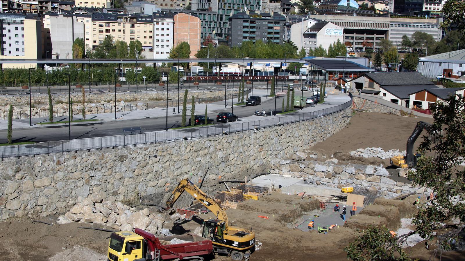 Les obres a la Borda Nova, amb el vial pràcticament enllestit. / C. G. (ANA)
