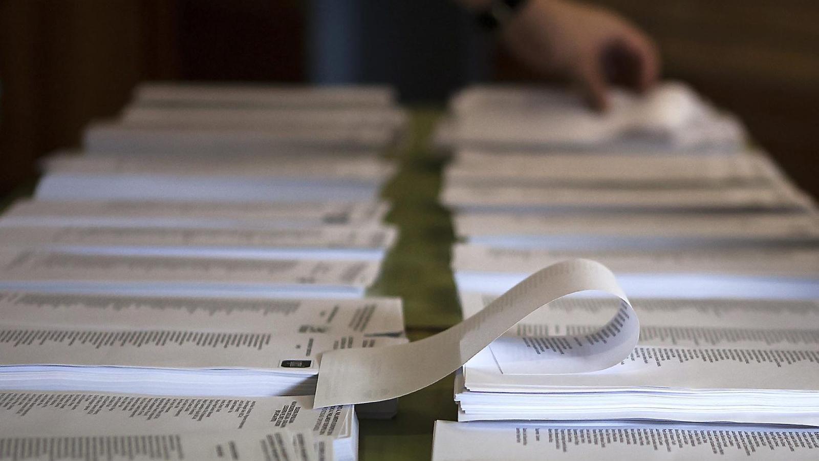 Els residents  a l'exterior  han de superar nombrosos tràmits burocràtics  per poder votar.