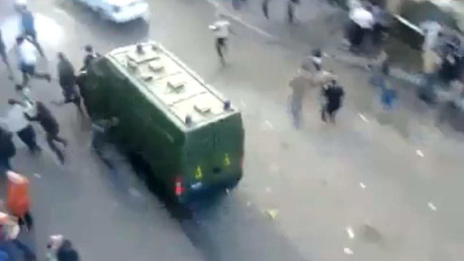 Un cotxe policial atropella uns vianants al Caire