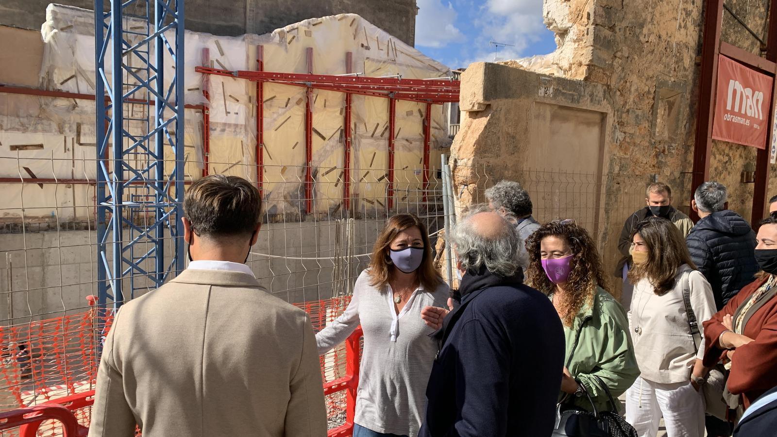 Francina Armengol visita el Centre Internacional de Fotografia Toni Catany.