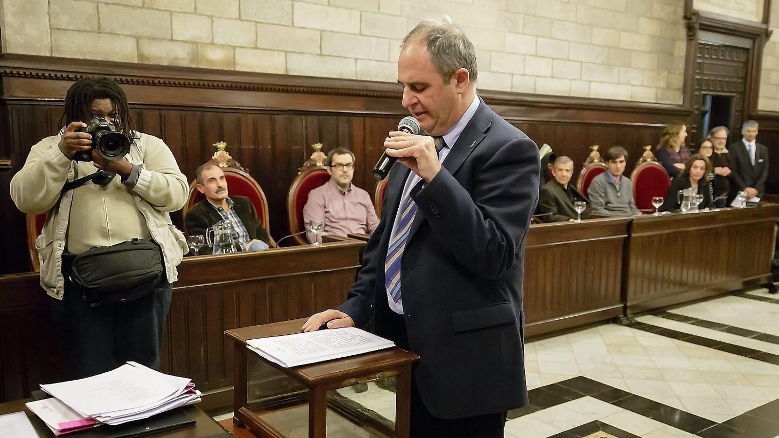 Albert Ballesta, el nou alcalde de Girona, va haver de tornar a prometre el càrrec ahir.