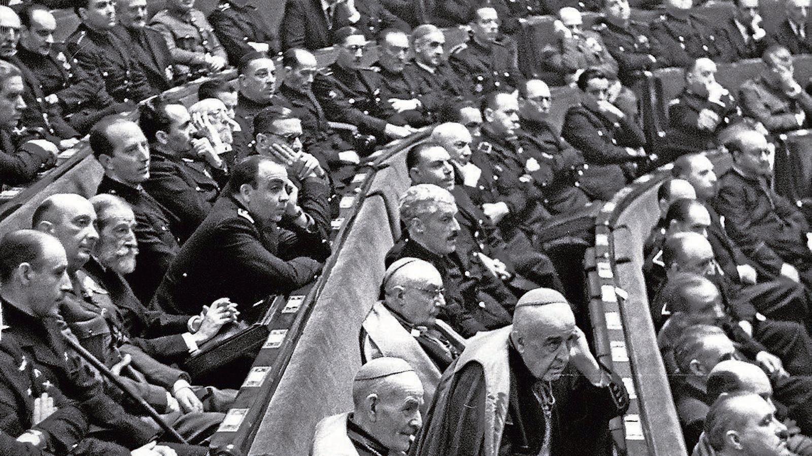 Imatge de la sessió constitutiva de les Corts espanyoles el 1943.