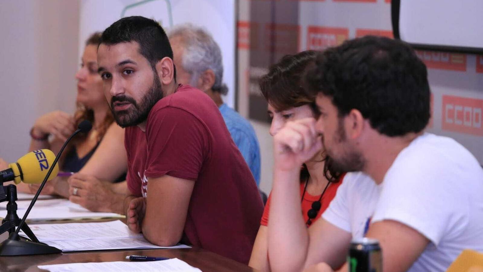 El coordinador d'Esquerra Unida a les Balears, Juanjo Martínez, en el centre de la imatge