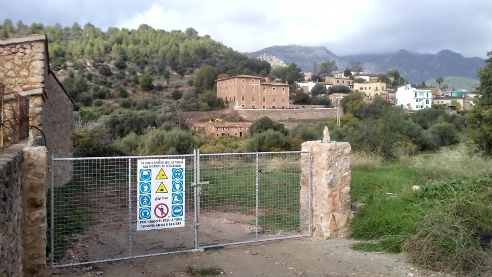 Els 36 habitatges es farien davant de la possessió de Can Mas. / GOB