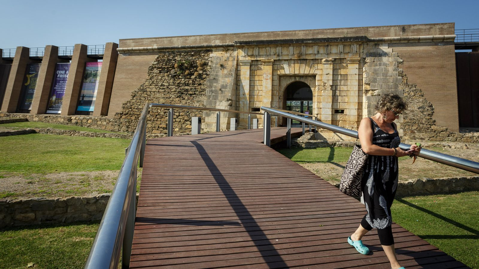 Imatge de les muralles de la Ciutadella de Roses