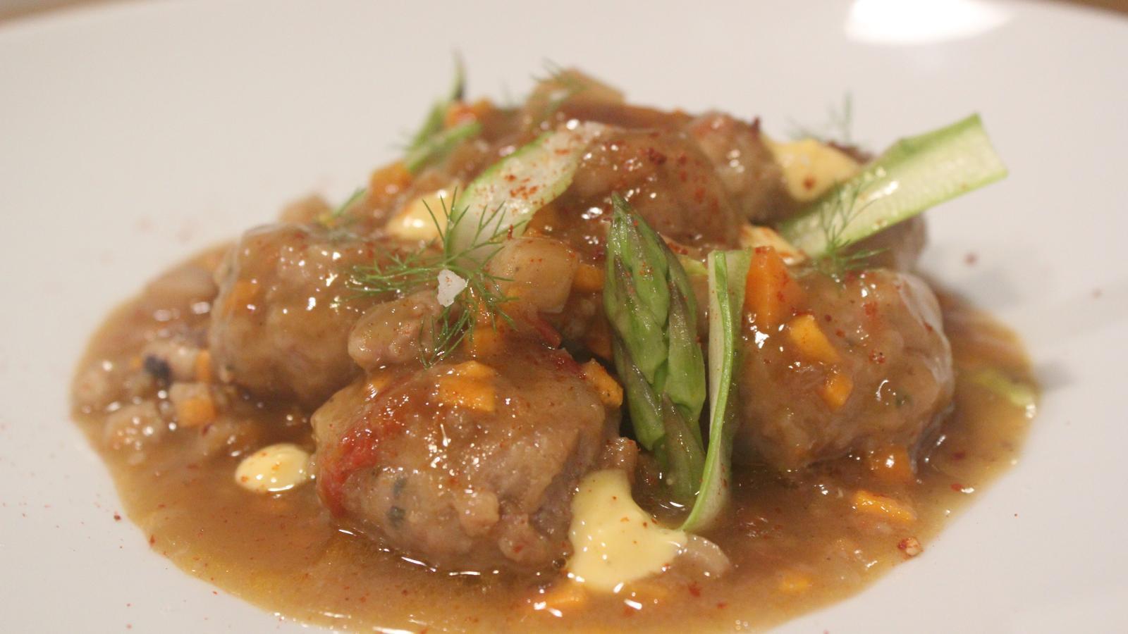 El plat de mandonguilles amb sèpia de Carlota Claver
