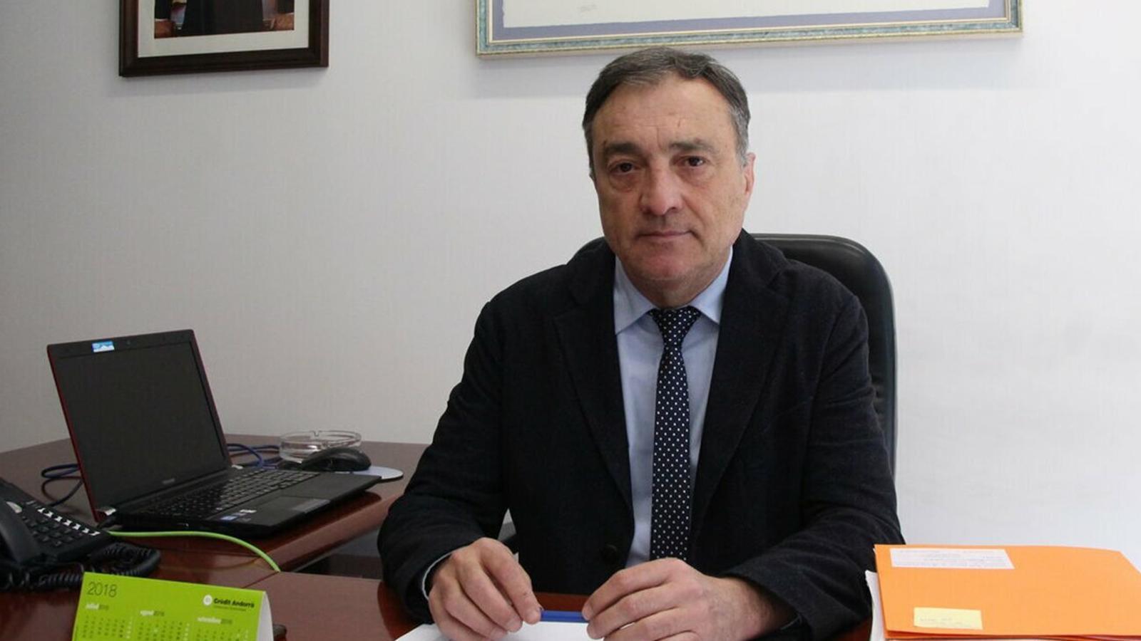 El raonador del ciutadà, Marc Vila, al seu despatx. / ARXIU