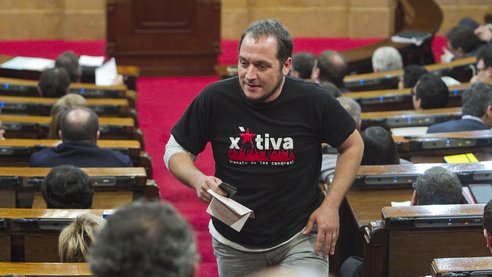 David Fernández va debutar amb un discurs i una estètica poc habituals al Parlament.