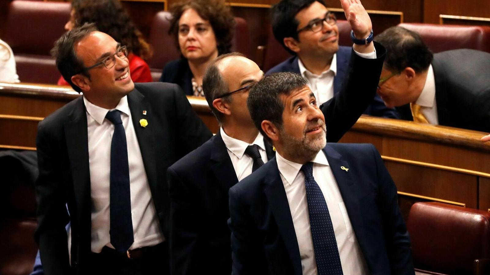 Els diputats suspesos de JxCat, Jordi Sànchez, Josep Rull i Jordi Turull el dia de la sessió constitutiva al Congrés.
