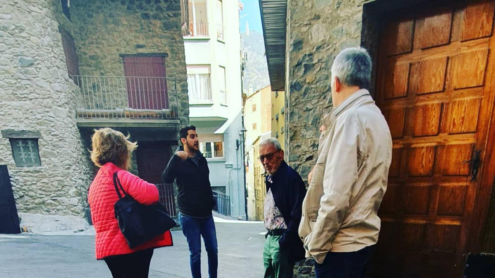 El PS visita els veïns del barri del Puial. / PARTIT SOCIALDEMÒCRATA