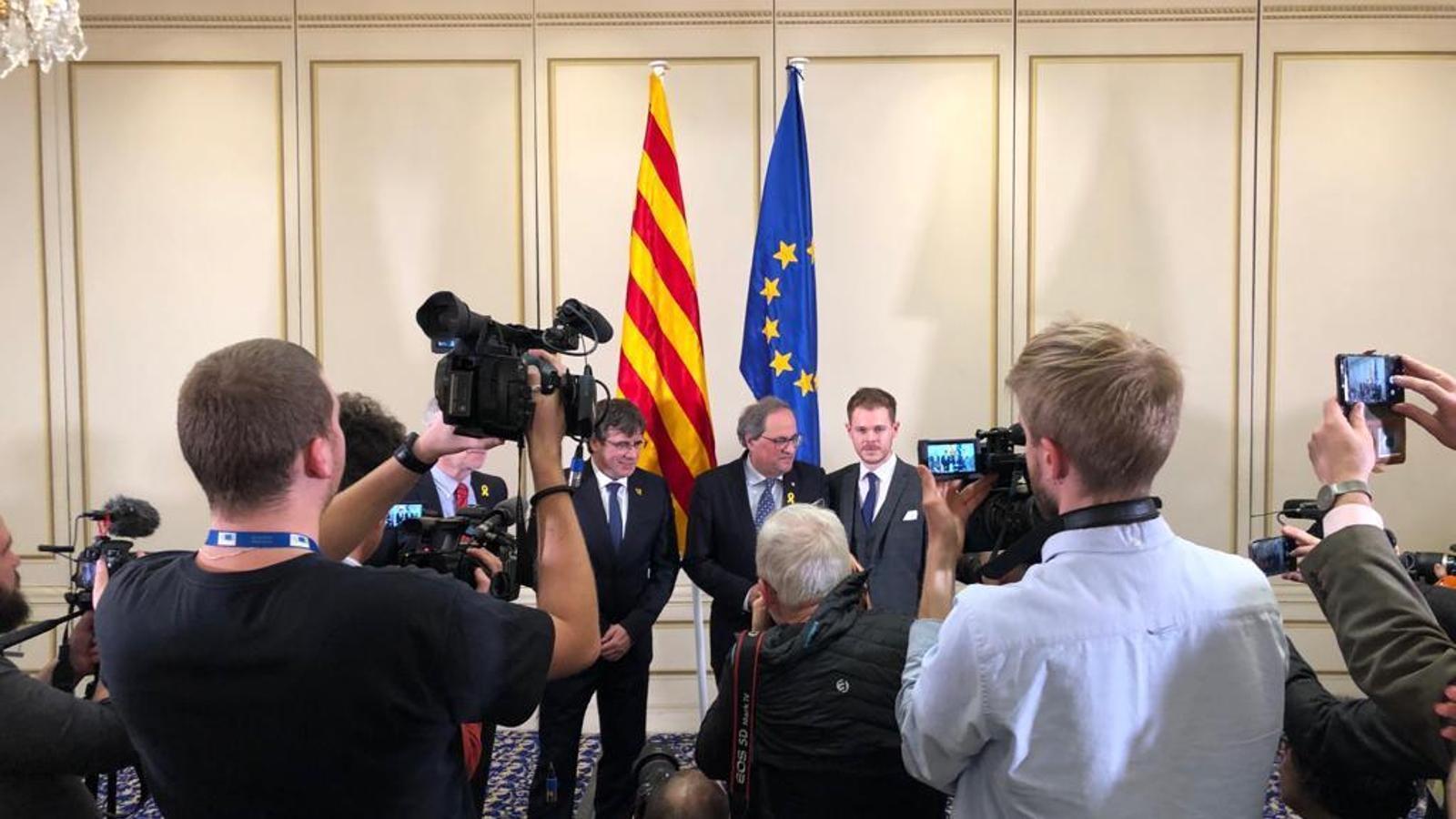 Els presidents Torra i Puigdemont, abans de començar la conferència