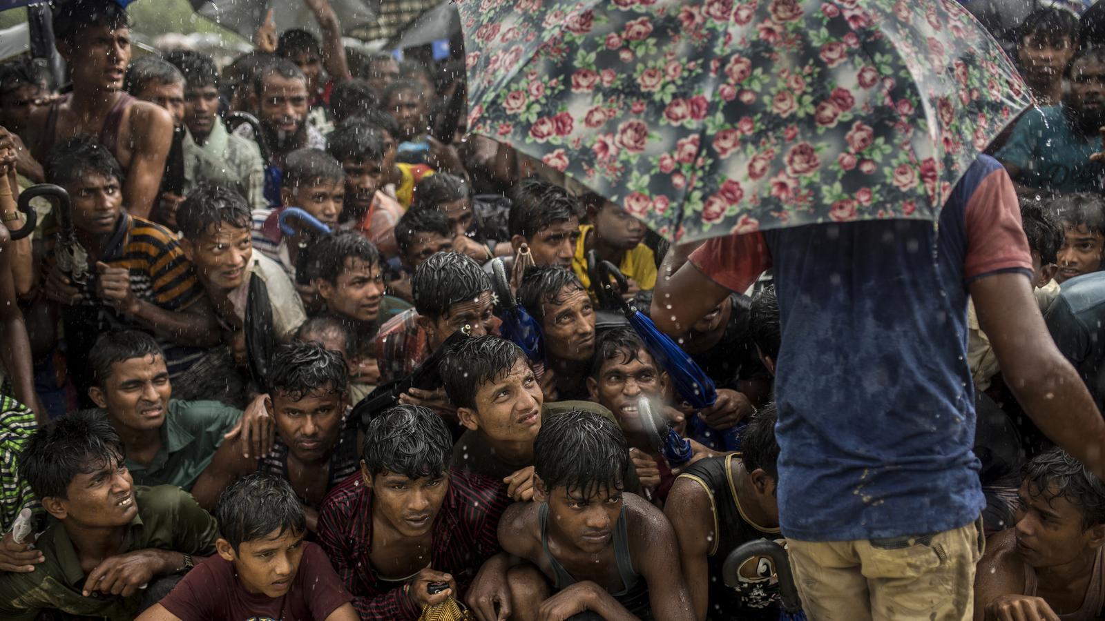 Cues per recollir el menjar al camp de refugiats de Balukhali (Bangladesh).
