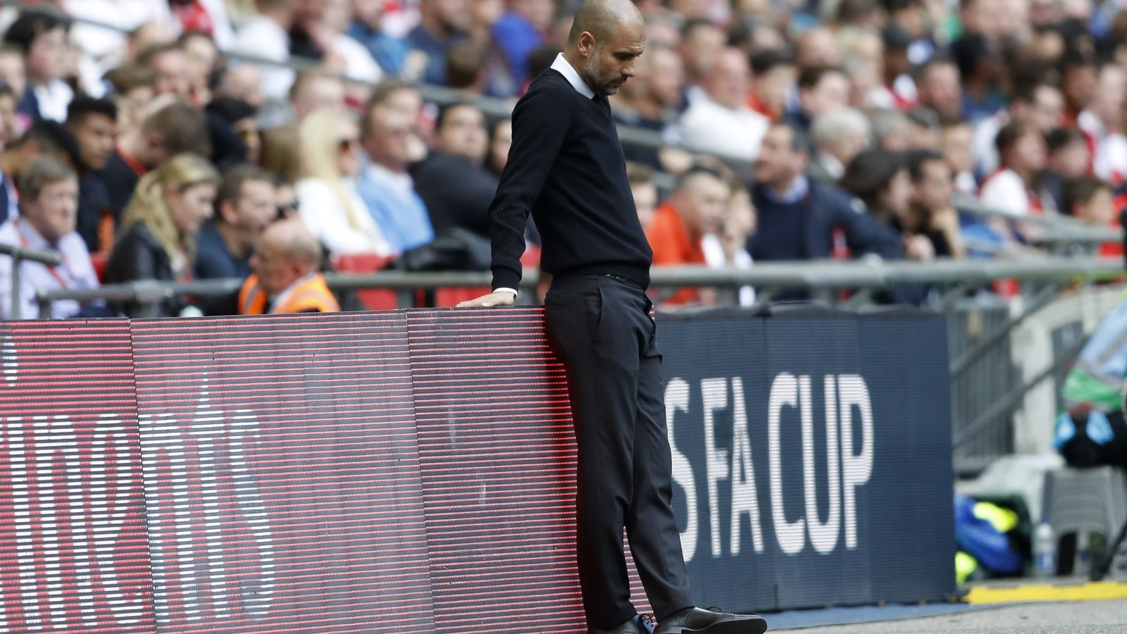 Guardiola, pensatiu, a Wembley