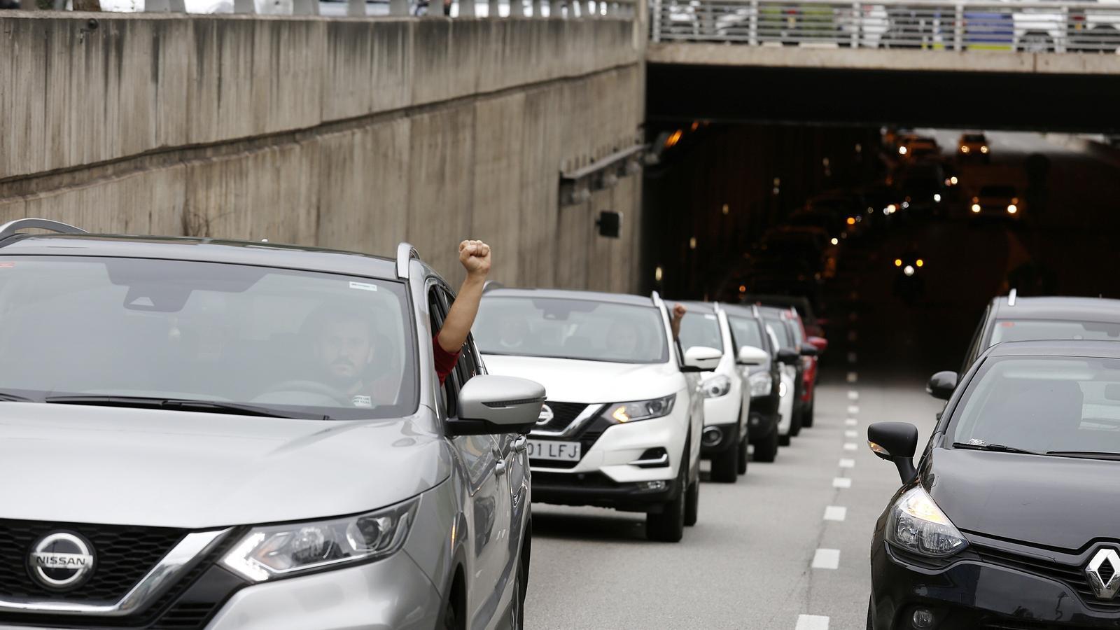 La marxa lenta dels treballadors de Nissan causa retencions als accessos a Barcelona