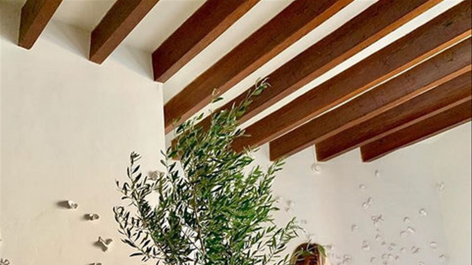 Un país per confinar-s'hi S'Hotelet de Santanyí Cinc habitacions  de bellesa delicada en una plaça Major
