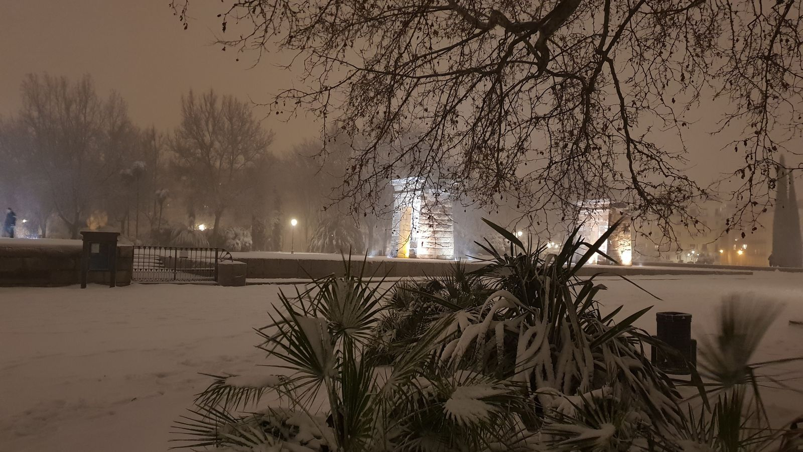 El temple de Debod de Madrid, nevat