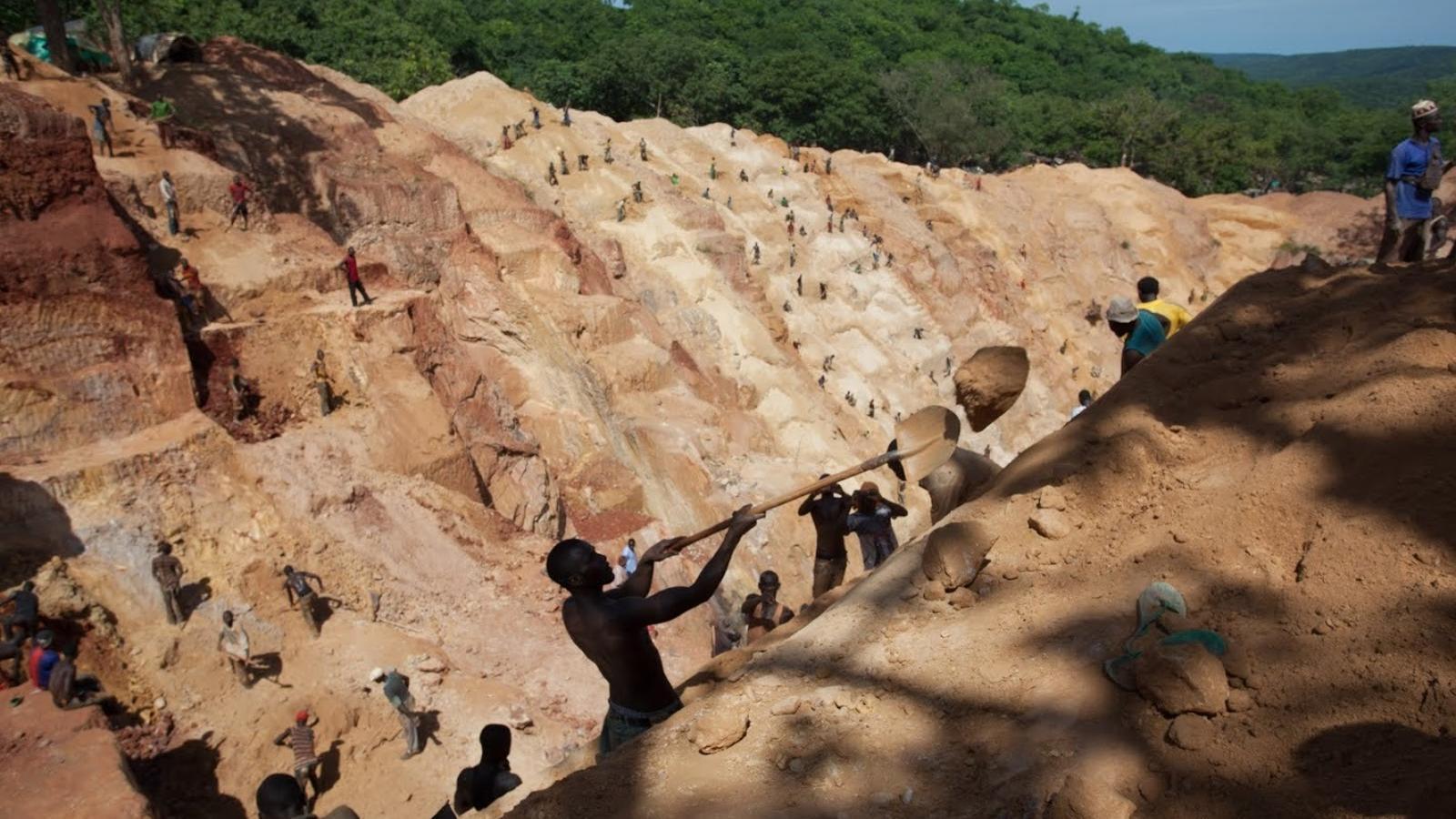 La mina d'or més gran de República Centreafricana a Ndassima (Bambari) s'explota, com la majoria de mines del país, de manera totalment artesanal. L'extracció funciona sota la mira dels fusells rebels.