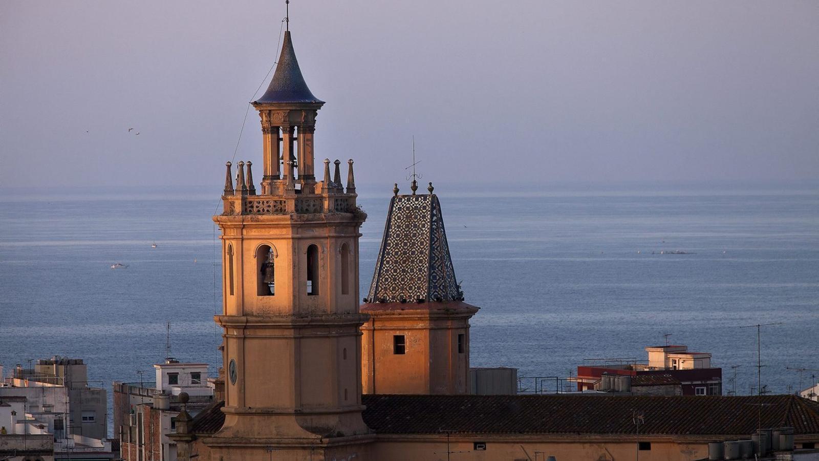 Una imatge del campanar d'Arenys de Mar, el municipi del Maresme amb l'aigua més barata, segons l'empresa gestora, Sorea.
