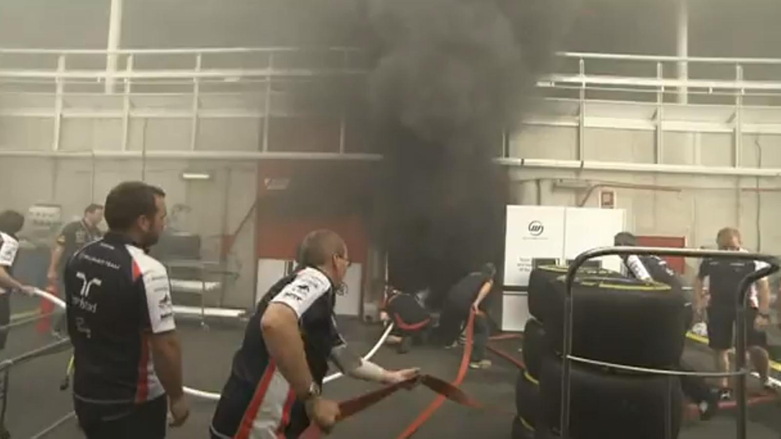 Incendi al box de Williams a Montmeló