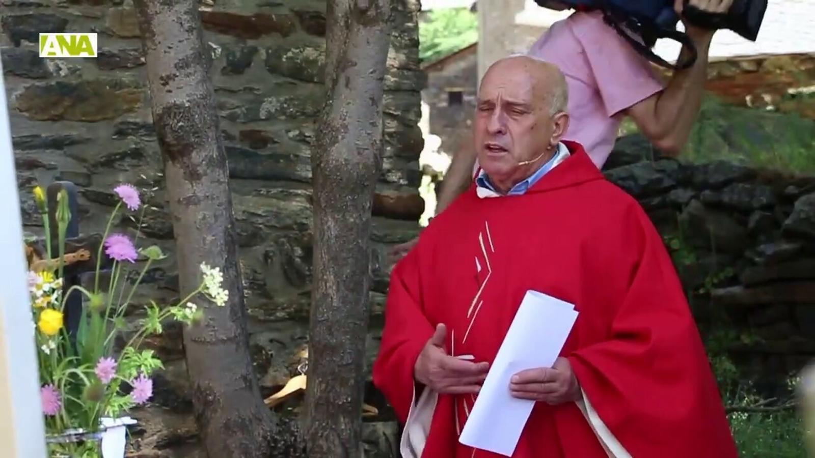 Els ordinencs desafien a la calor en la diada de Sant Pere