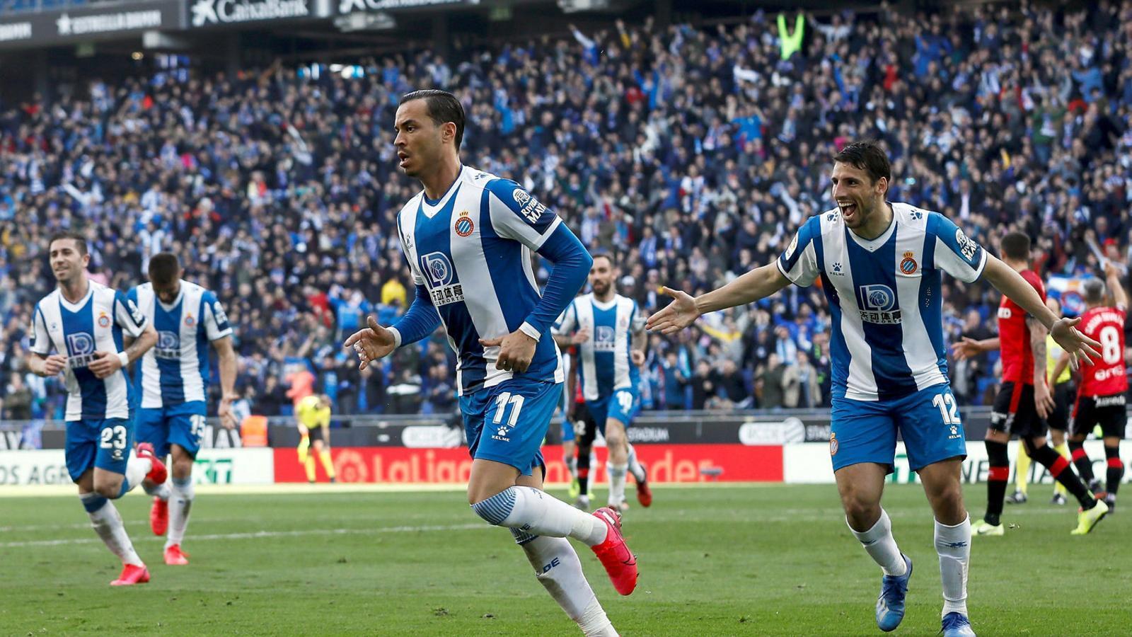 Raúl de Tomás celebrant el gol que va marcar contra el Mallorca. El davanter de l'Espanyol torna a la convocatòria després de la lesió.