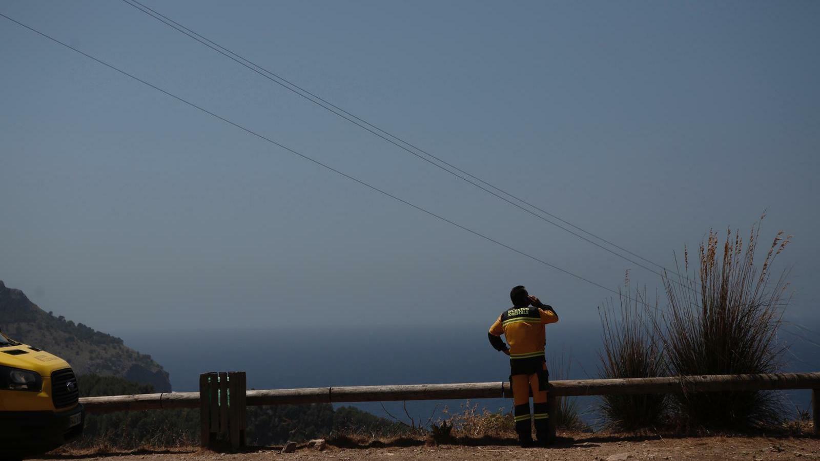 L'incendi de Cala Tuent ja ha cremat 40 hectàrees