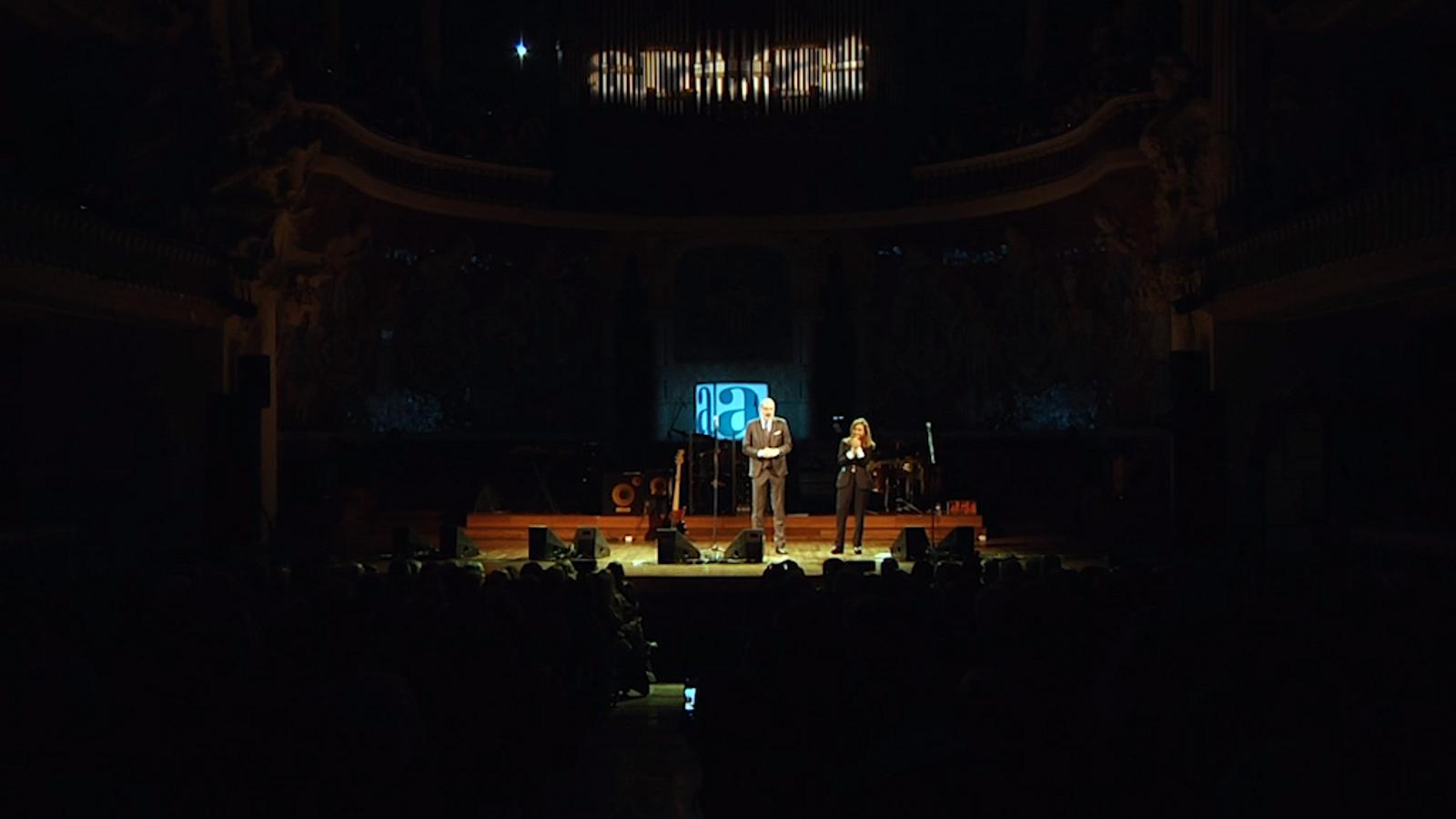 """Crits de """"Llibertat presos polítics"""" a l'inici del concert dels Sopa de Cabra"""