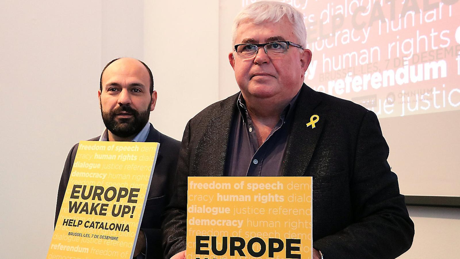 Marcel Mauri i Agustí Alcoberro, ahir, a la seu d'Òmnium Cultural.