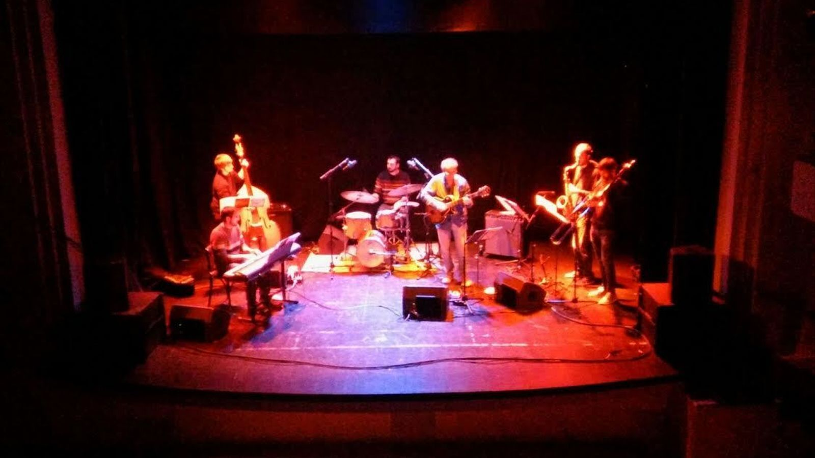 Toni Miranda & The Jazz Fingers actuaren a Sa Societat de Calvià.